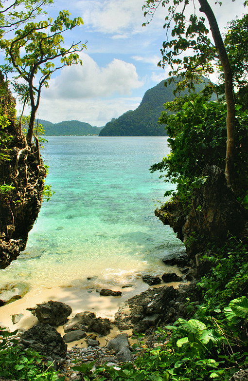 A secluded cove on Cadlao Island, El Nido, Philippines