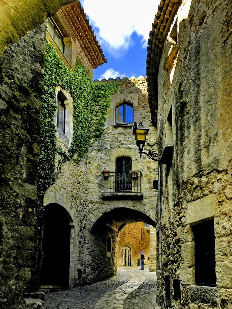 Medieval alleyways of Pals / Spain